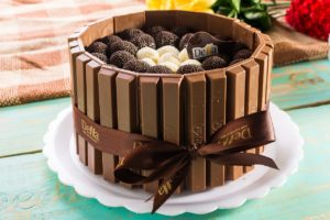 Read more about the article kids favorite Juicy chocolate cake
